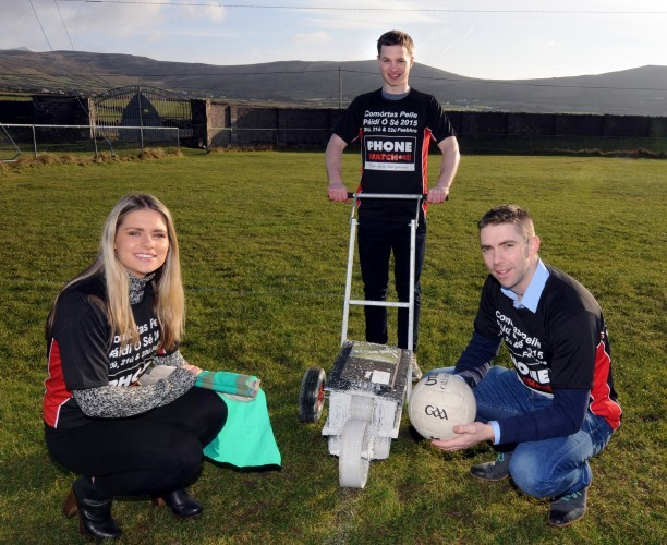 NO REPRO FEE Kerry footballer Marc Ó Sé with his cousins Pádraig Óg Ó Sé and Siún Ní Shé preparing the An Ghaeltacht club's home grounds at Gallarus in West Kerry ahead of the PhoneWatch Comortas Peile Páidí Ó Sé 2015, an international Gaelic football club tournament and festival, taking place in Ventry and across the Dingle Peninsula from February 20-22. Details on www.paidiose.com.  Pic: Manuela Dei Grandi
