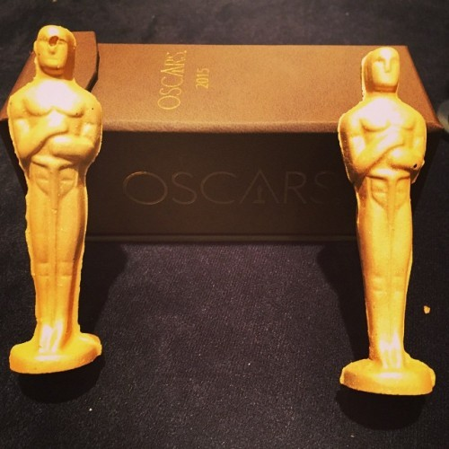 Some guests of the Governors Ball will go home with a gold-dusted Oscar-shaped chocolate inside this specially designed box. #oscars #wolfgangpuck #nomnomnom