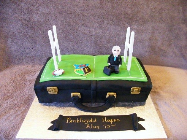 Rugby briefcase cake