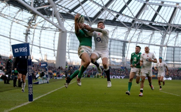 Robbie Henshaw scores a try despite Alex Goode