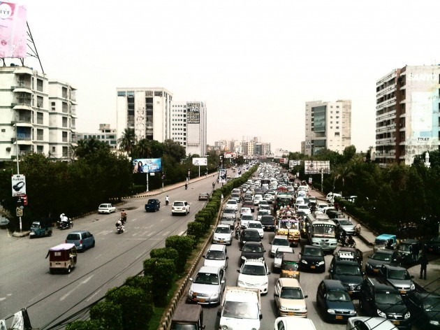 شارعہ فیصل برسات میں ٹریفک IMG-20130408-00506