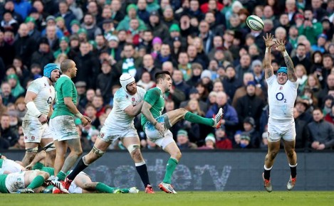 Dave Attwood and Jack Nowell tries to block Conor Murray /3/2015
