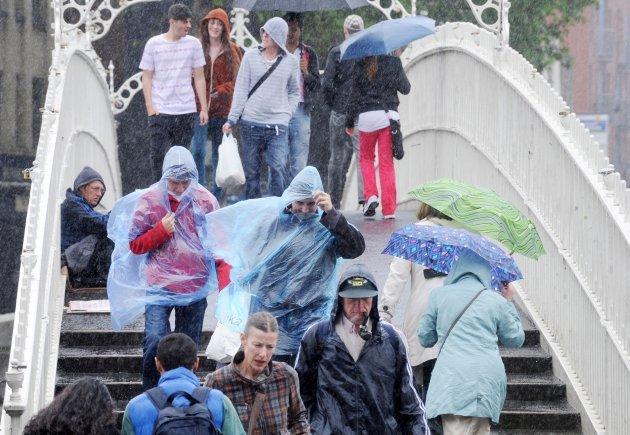 31072012-summer-in-dublin-people-cross-the-ha-630x435