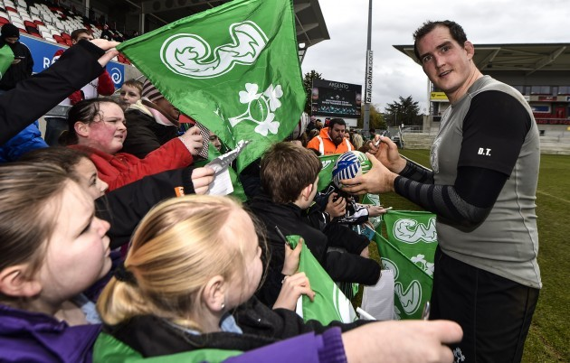 Devin Toner signs autographs for fans