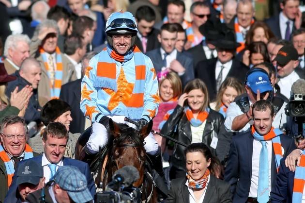 Ruby Walsh celebrates winning on Un De Sceaux