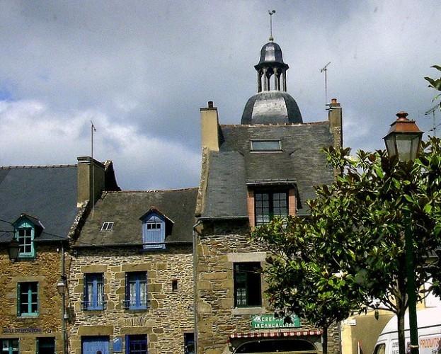 Côte d'Émeraude: cancale typical church 44.120.00