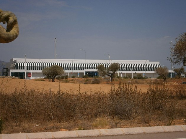 spain statue airport - 2