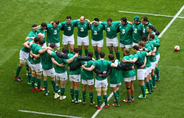 Ireland pre match team huddle