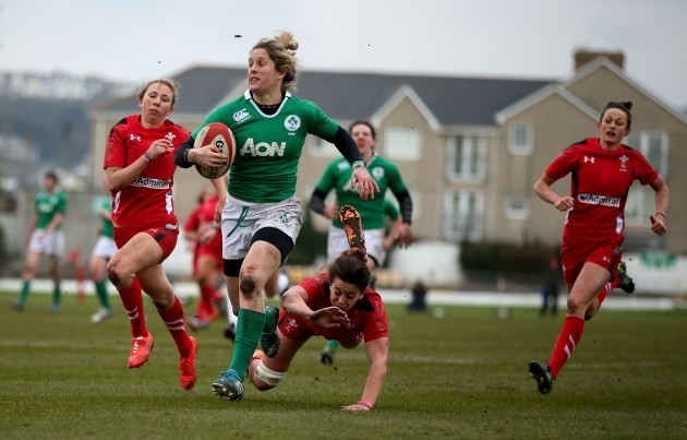 Alison Miller runs in for a try