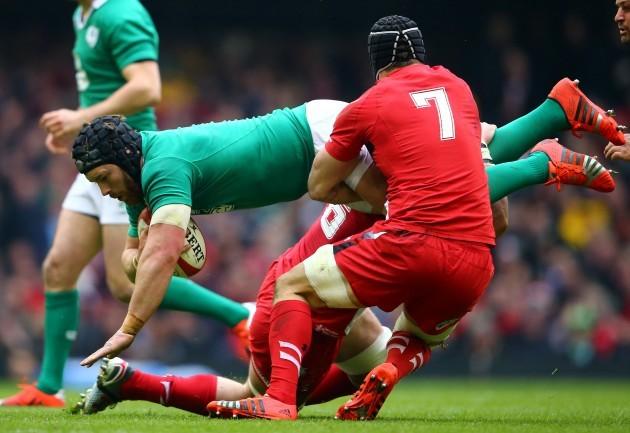 Dan Lydiate and Sam Warburton tackle Sean O'Brien