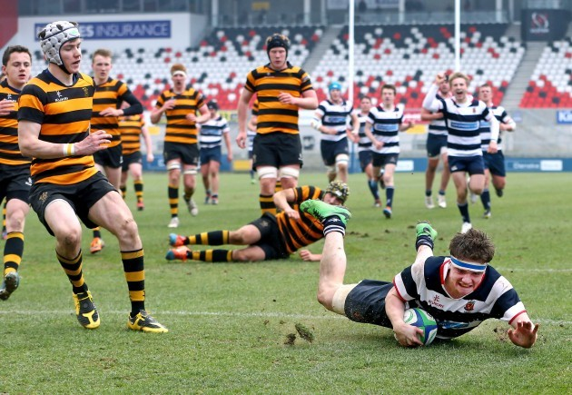 Max Trouton scores a try