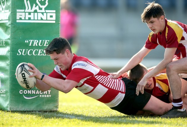Rian Biesty scores his side's first try