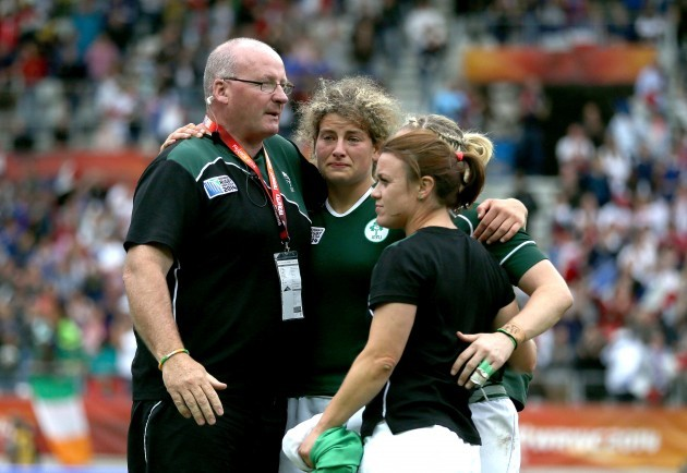 Philip Doyle with Jenny Murphy, Lynne Cantwell and Niamh Briggs after the game