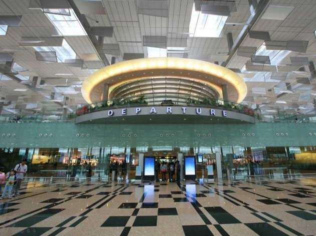 most-passengers-enter-the-airport-at-terminal-3-the-newest-and-largest-terminal-at-changi-which-is-where-singapore-airlines-is-based-at-380000-sq-m-the-terminal-is-spacious-with-high-ceilings-and-an-open-airy-fe