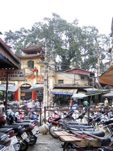 Motorcycles_in_Hanoi