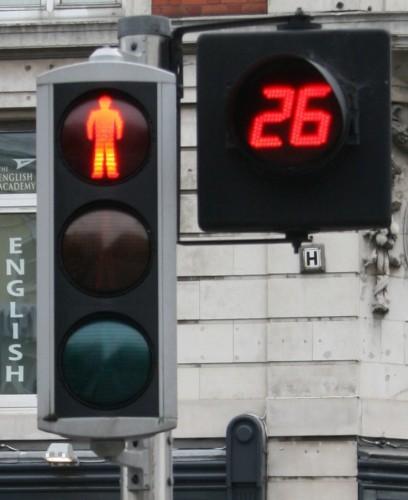 Traffic_light_modern_version_Ireland_Dublin_4_red_2009-09-27