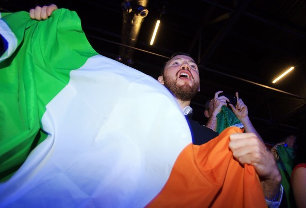 Andy Lee cheers on Katie Taylor 6/8/2012