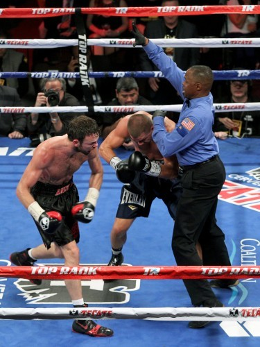 Andy Lee lands a flurry of punches on Matt Korborov forcing the referee to stop the fight