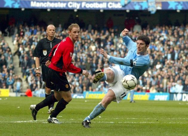 Soccer - FA Barclaycard Premiership - Manchester City v Manchester United