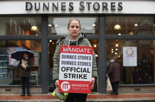 Dunnes Stores Strikes Pickets