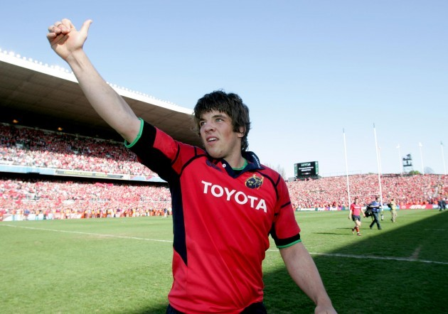 Donncha O'Callaghan celebrates after beating Leinster 23/4/2006