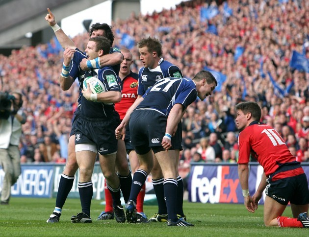 Gordon D'Arcy celebrates his try with Shane Horgan and Luke Fitzgerald
