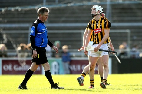 Lester Ryan speaks to referee Barry Kelly