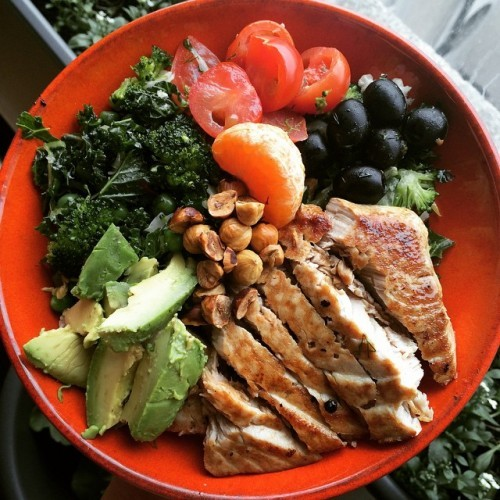 Seared tuna steak marinated in Orange ginger honey and dill, on a bed of chopped salad-kale w/greens , toasted hazelnuts & of course avo. #naturalbornfeeder