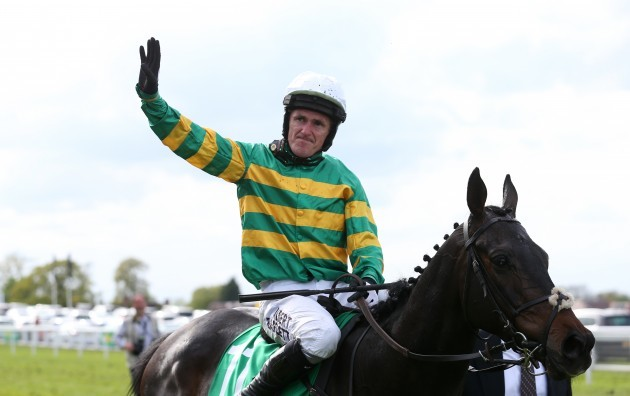 Horse Racing - bet365 Jump Finale - Sandown Racecourse