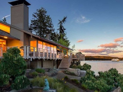 the-home-is-located-on-bainbridge-island-across-puget-sound-from-seattle