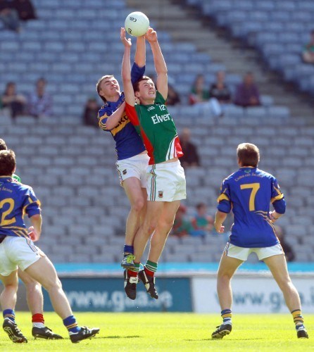 Diarmuid O'Connor and Colman Kennedy compete for the ball