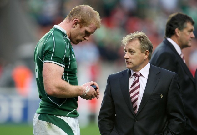 Paul O'Connell is spoken to by coach Eddie O'Sullivan after defeat to Argentina 30/9/2007
