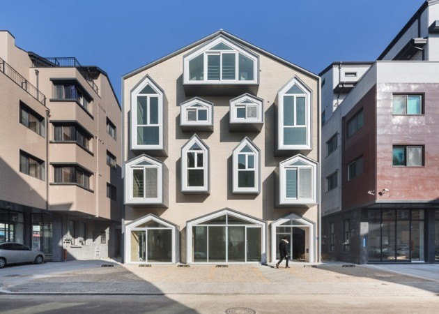 house with crazy windows in korea