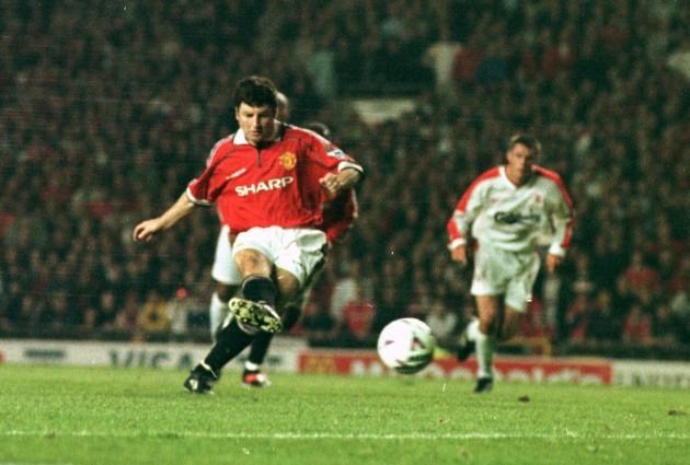 Soccer - FA Carling Premiership - Manchester United v Liverpool