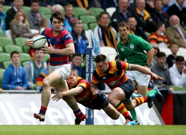 Adam Griggs and Ian Fitpatrick tackle Conor O'Brien