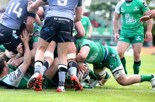 Eoghan Masterson scores a try