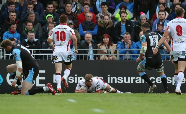 Chris Henry scores the first try
