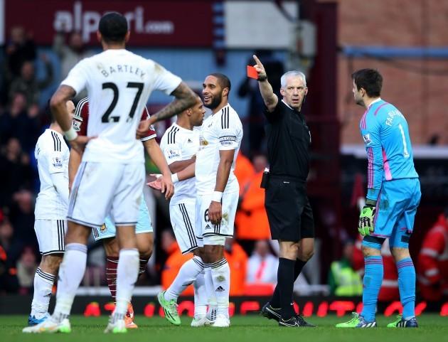 Soccer - Barclays Premier League - West Ham United v Swansea City - Upton Park