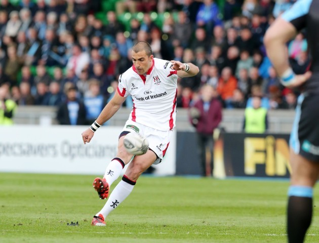 Ruan Pienaar kicks a penalty