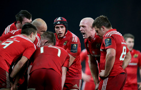 Paul O'Connell talks to the Munster players
