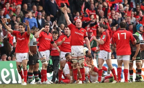 Paul O'Connell acknowledges the victory at the end of the match