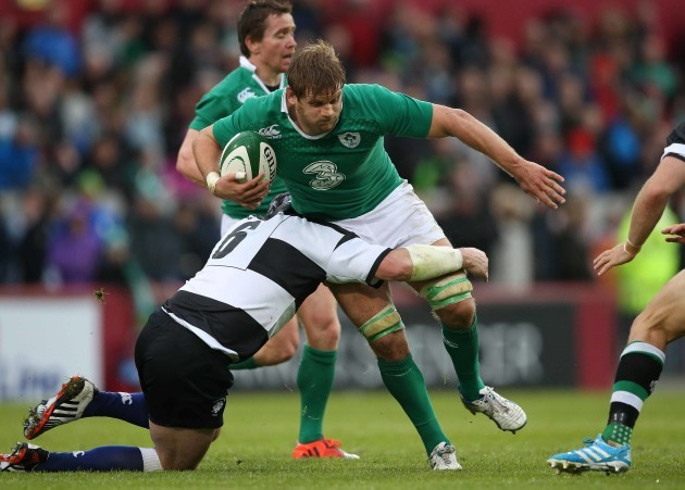Chris Henry is tackled by Shane Jennings
