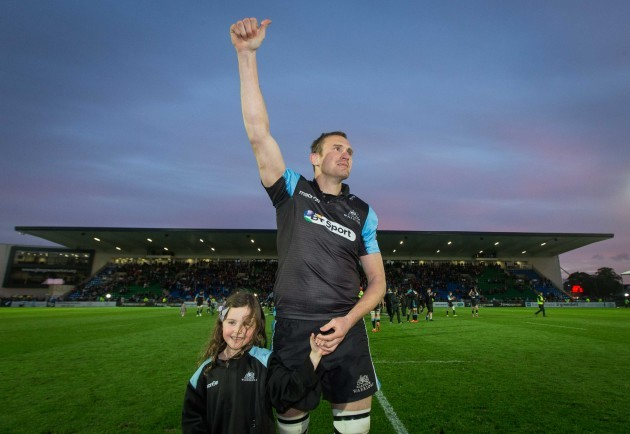 Al Kellock acknowledges the crowd after his final home game