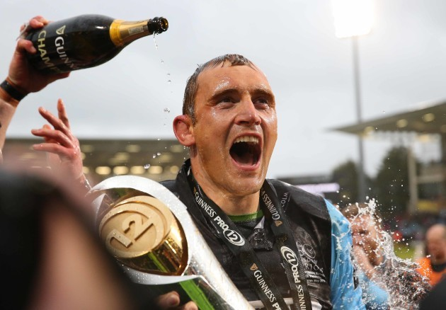 Al Kellock celebrates with the Guinness PRO12 trophy