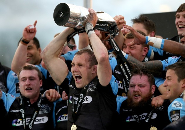 Al Kellock lifts the Guinness PRO12 Trophy