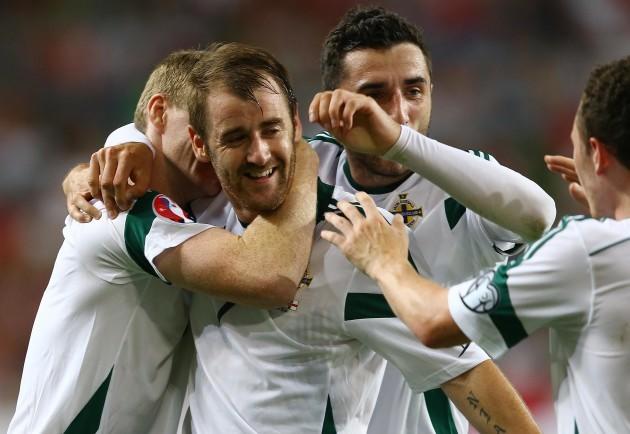 Niall McGinn celebrates scoring with teammates