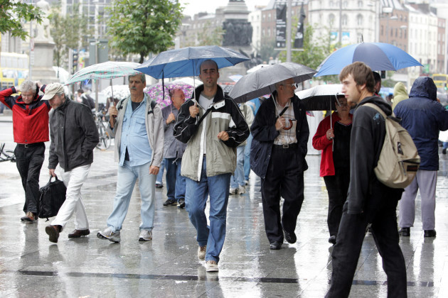 15/8/2006. Dublin Weather Turns Wet. Its brolly time once again in Dublin City as the dry spell ends and the rain returns to remind us of what Irish summers are usually like in August. Photo: Eamonn Farrell/Photocall Ireland