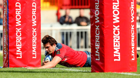 Ned Hodson scores a try