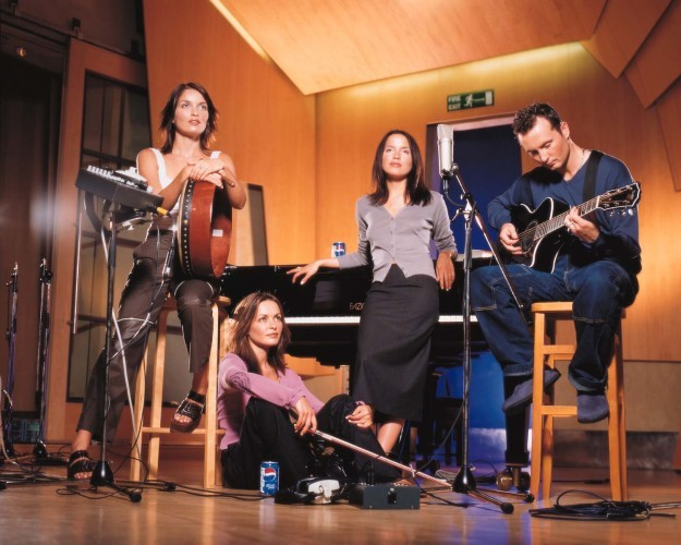 SHOWBIZ Pepsi/CORRS