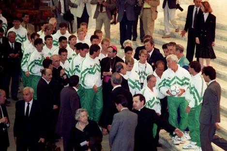 IRISH FOOTBALL TEAM MEET THE POPE
